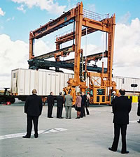 Movable container crane