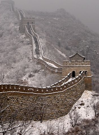 (CC) Photo: Steve WebelThe summer and the two 'Golden week' holiday's of May and October see the most visitors to the Great Wall, but the winter gives the site a quallity that most tourists miss out on.