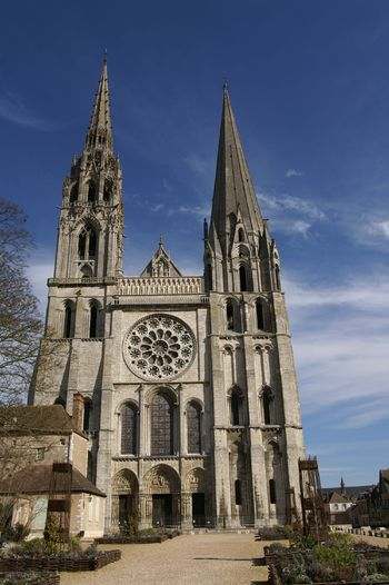 chartes cathedral 1 Chartres cathedral, also known as the cathedral of our lady of chartres, is a medieval catholic cathedral of the latin church located in the medieval town of.